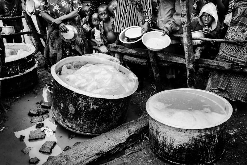pasti presso il campo rifugiati di Bubukwanga