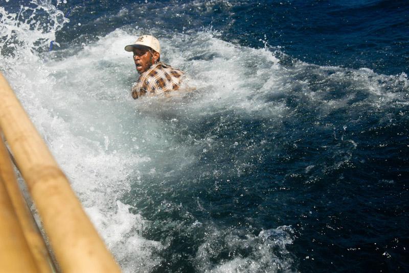 pesca dei delfini in Indonesia