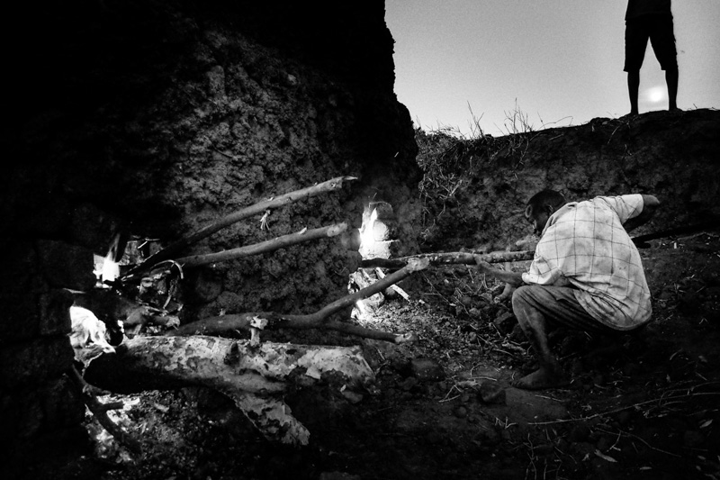 la cottura dei mattoni - Foto Fulvio Bugani