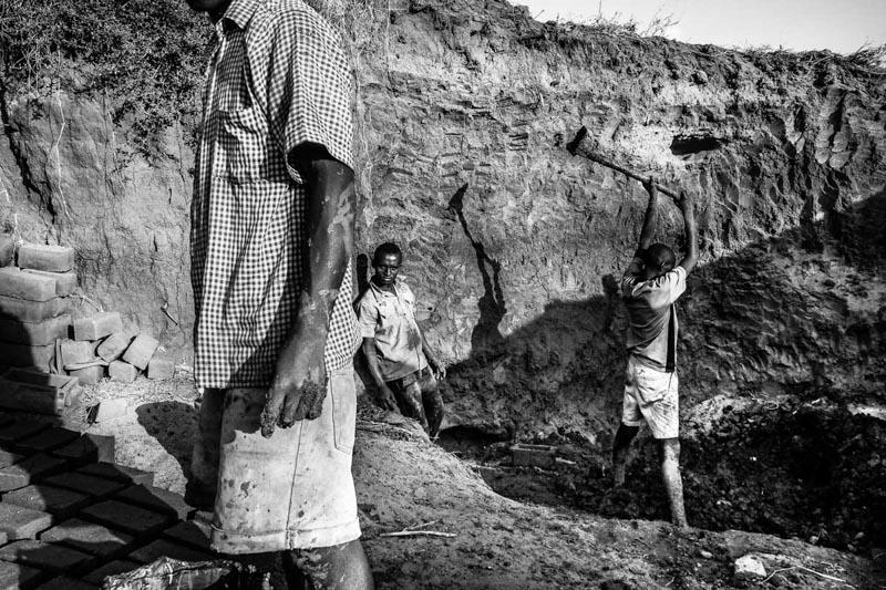 brick workers - foto Fulvio Bugani