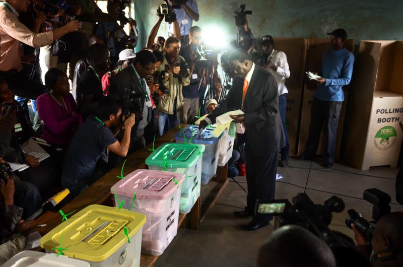 Odinga ai seggi durante le elezioni Kenya 2013