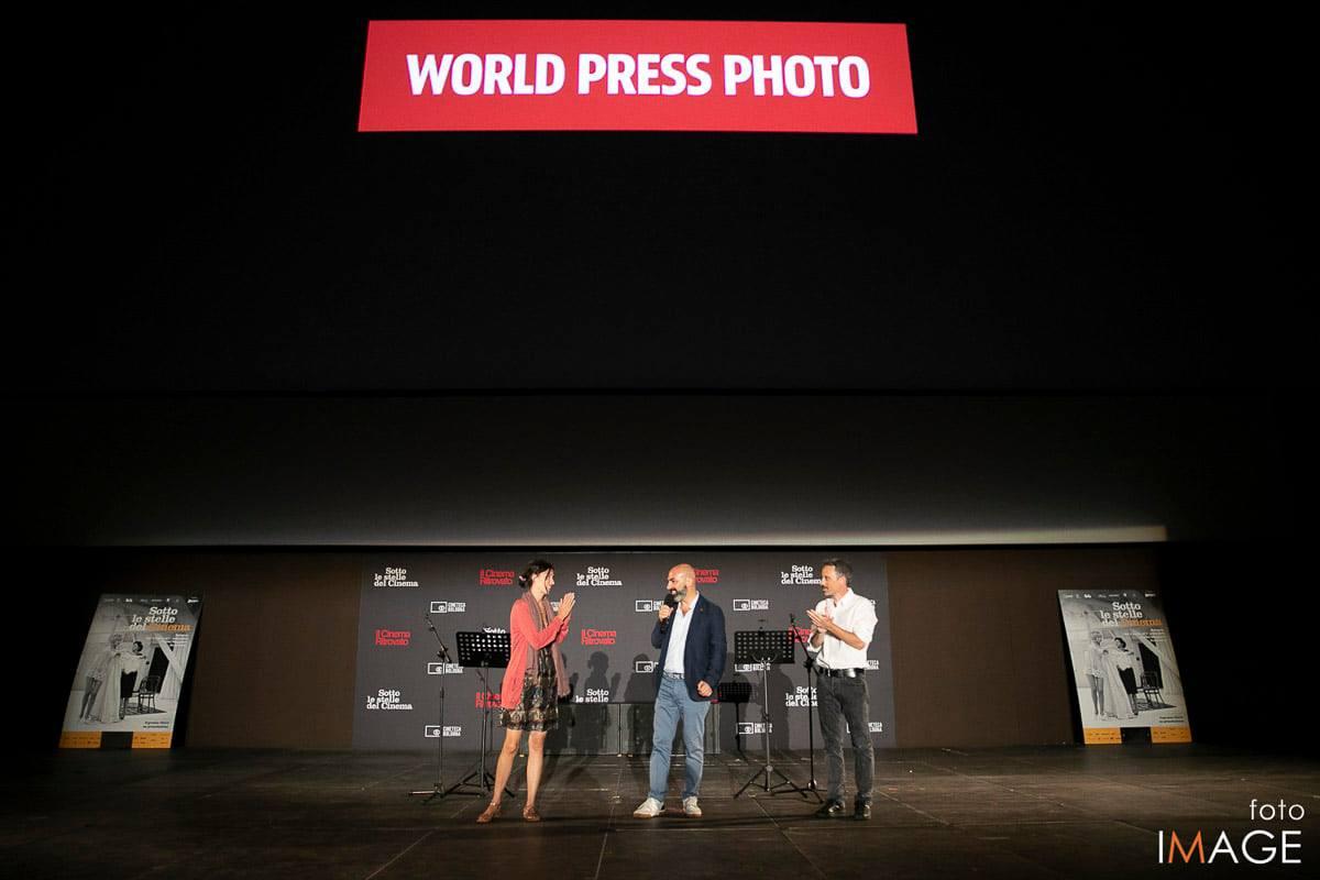 Alessio Mamo e Fulvio Bugani sul Palco del World Press Photo a Bologna